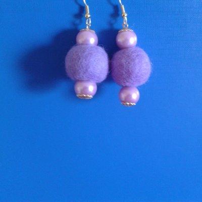 Orecchini perle viola e palline feltro viola Creazione Originale