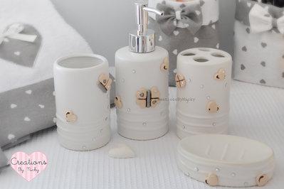 Set da bagno con decorazioni realizzate a mano