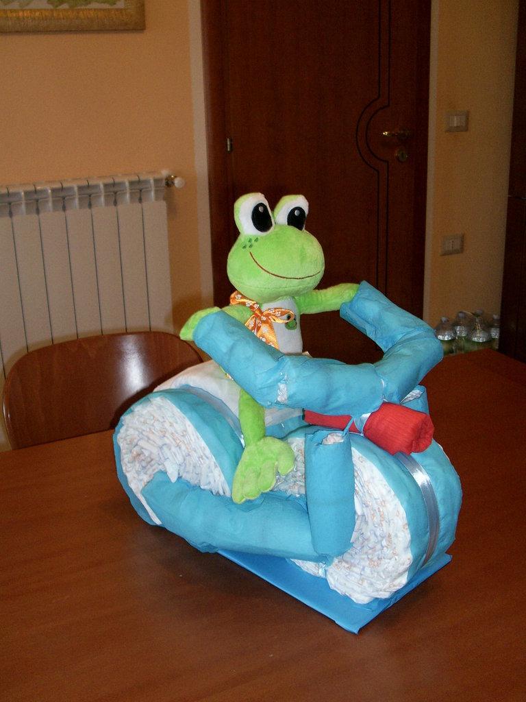 TORTA DI PANNOLINI - MOTO - TRICICLO