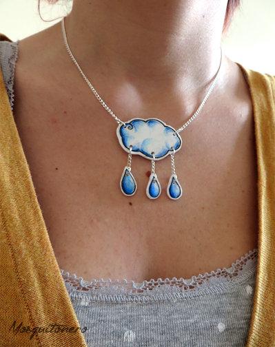Collana da donna Nuvola con gocce di pioggia disegno a matita