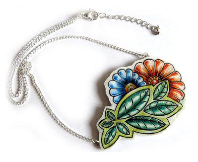 Collana da donna natura floreale con fiori e foglie stilizzati disegno a matita