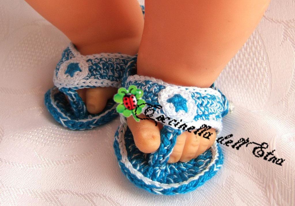 Scarpette neonato infradito azzurro effetto jeans a for Idee uncinetto