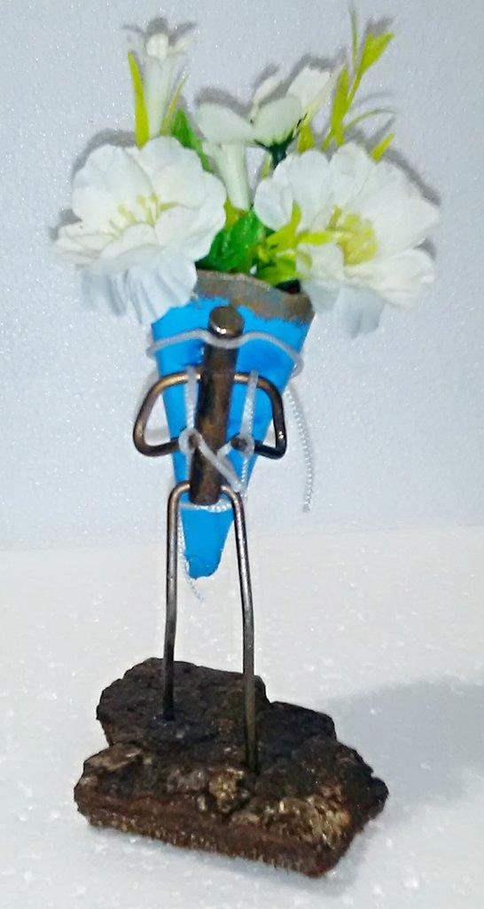 Spero un giorno di incontrare Dio, perché voglio ringraziarlo per i fiori. (Robert Brault)