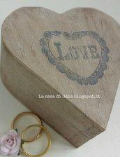 Scatola cuore per fedi in legno stile Country chic