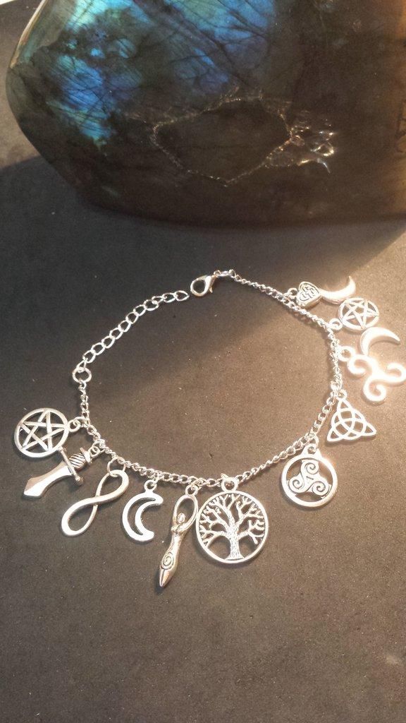 Bracciale charms della strega