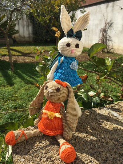 Coniglio amigurumi fatto a mano