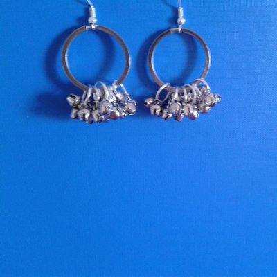 Orecchini di metallo con campanelline su cerchi per portachiavi Creazione Originale