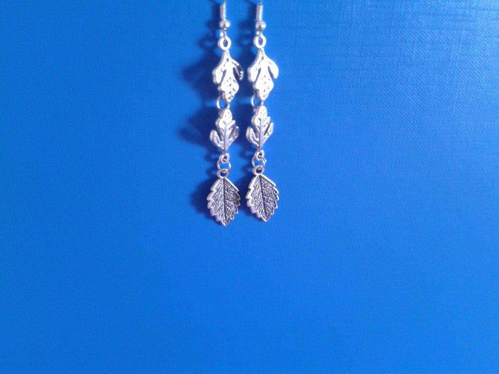 Orecchini di metallo con 3 foglie