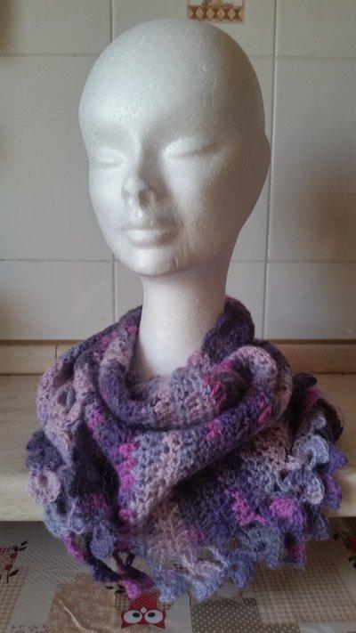 Sciarpa baktus sulle tonalità del rosa/viola/fucsia/lilla