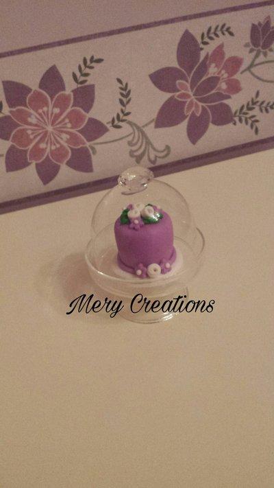 Mini cake design con alzatina di vetro, glicine, rose e fiori, bomboniere