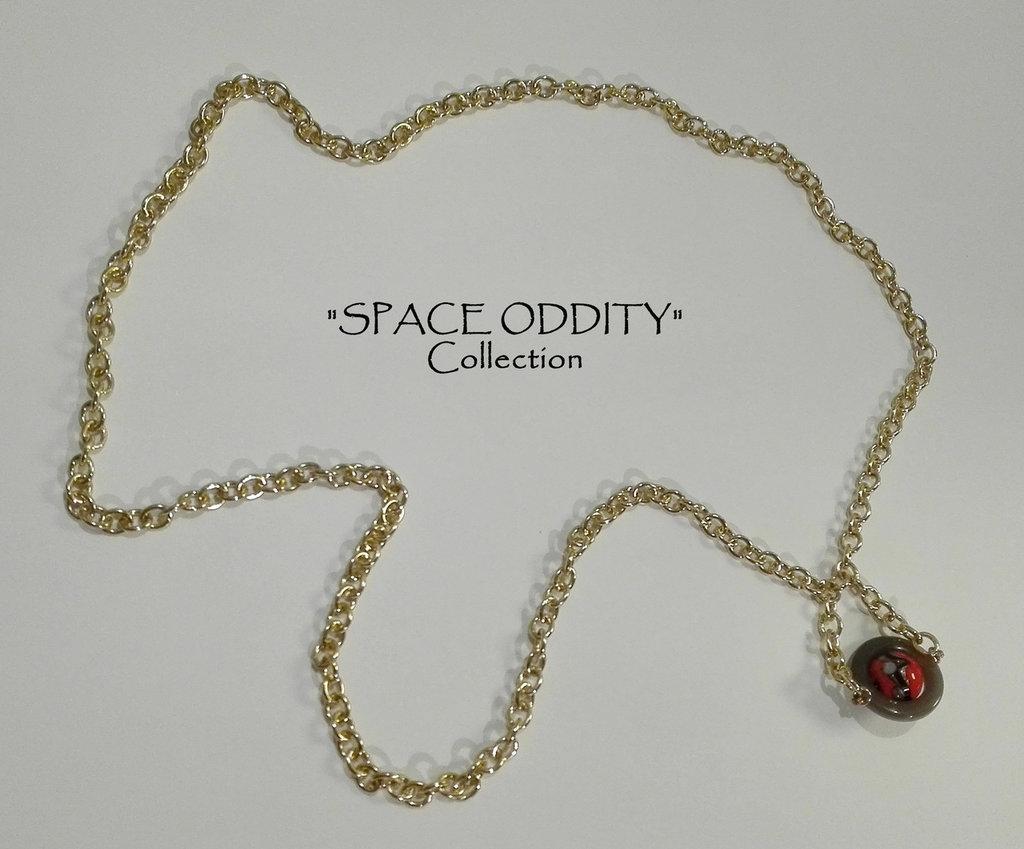 """Collana lunga in catena con satellite arancio - Collezione """"Space Oddity"""""""