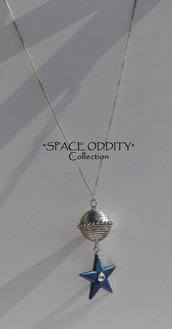 "Catenina medio-lunga con satellite e stella gigante + strass - Collezione ""Space Oddity"""
