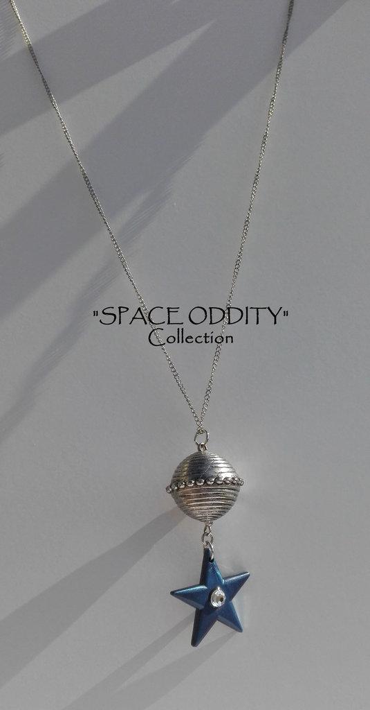 """Catenina medio-lunga con satellite e stella gigante + strass - Collezione """"Space Oddity"""""""