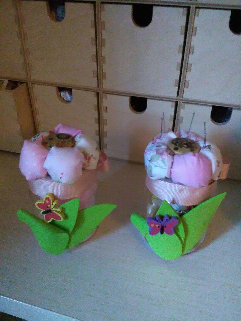 vasetti portacucito tappo puntaspilli completi di confetti