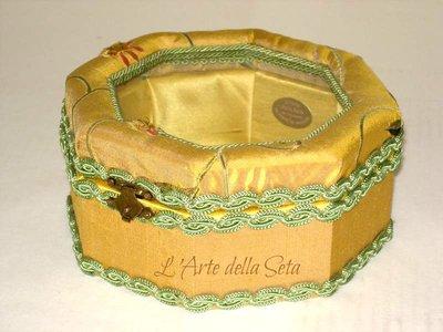 Scatola portagioie in seta di San Leucio