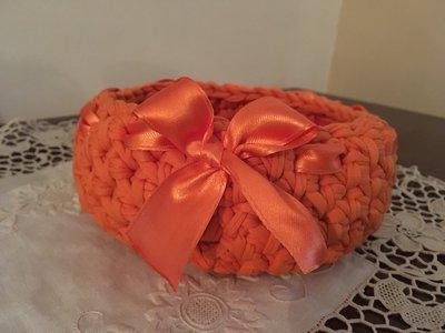 Cestino in fettuccia arancione