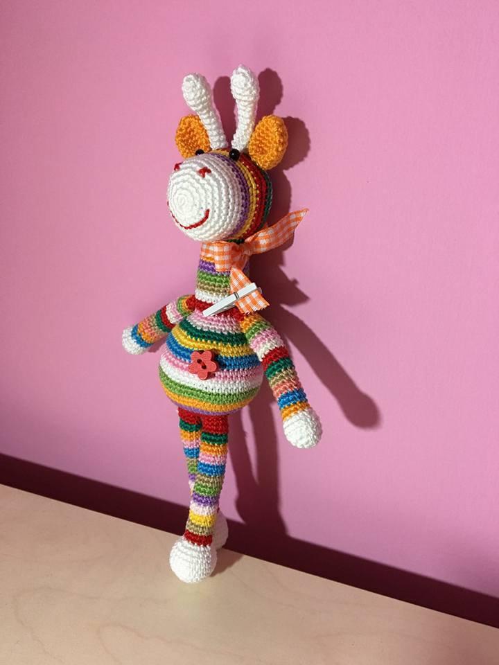Giraffa colorata amigurumi
