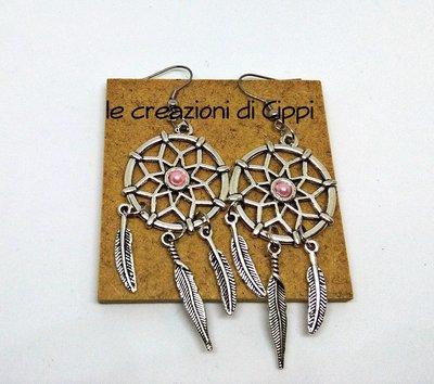 Orecchini acchiappasogni con perla centrale fatti a mano