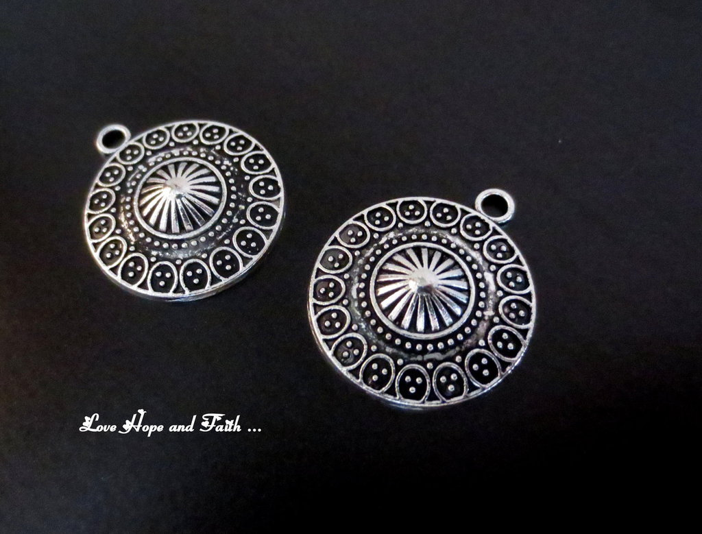 """Charm """"Circle"""" color argento (21x25mm) (cod. New)"""