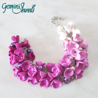 Bracciale cascata sfumata di fiori e perle, fatto a mano