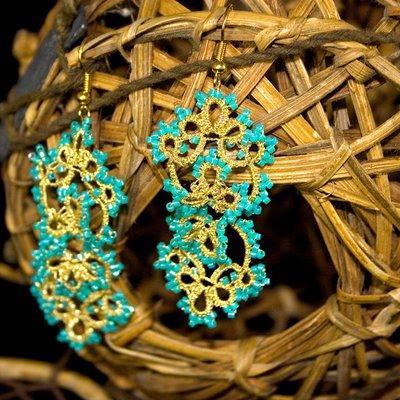 Orecchini chiacchierino filo dorato con perline