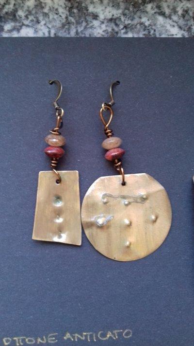 Orecchini in ottone e pietre ovali