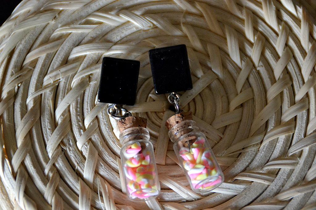 Orecchini con Quadrato Nero e Bottiglina Marshmallows