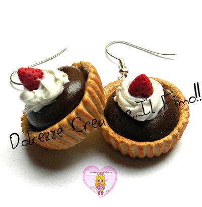 Orecchini piccola pasticceria - Crostatine con cioccolato, panna e fragole
