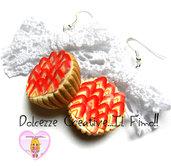 Orecchini Crostata Di Fragole in fimo e cernit - Piccola pasticceria con fiocco
