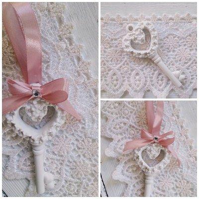 segnaposto -bomboniera gessetto chiave con fiorellini