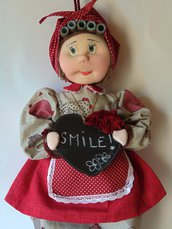 Bambola porta sacchetti con lavagnetta fiorita