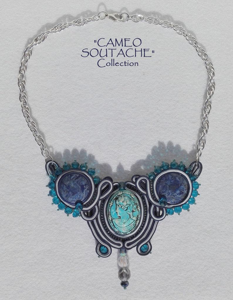 """Collana blu con cammeo e bottoni vintage - Collezione """"Cameo Soutache"""""""