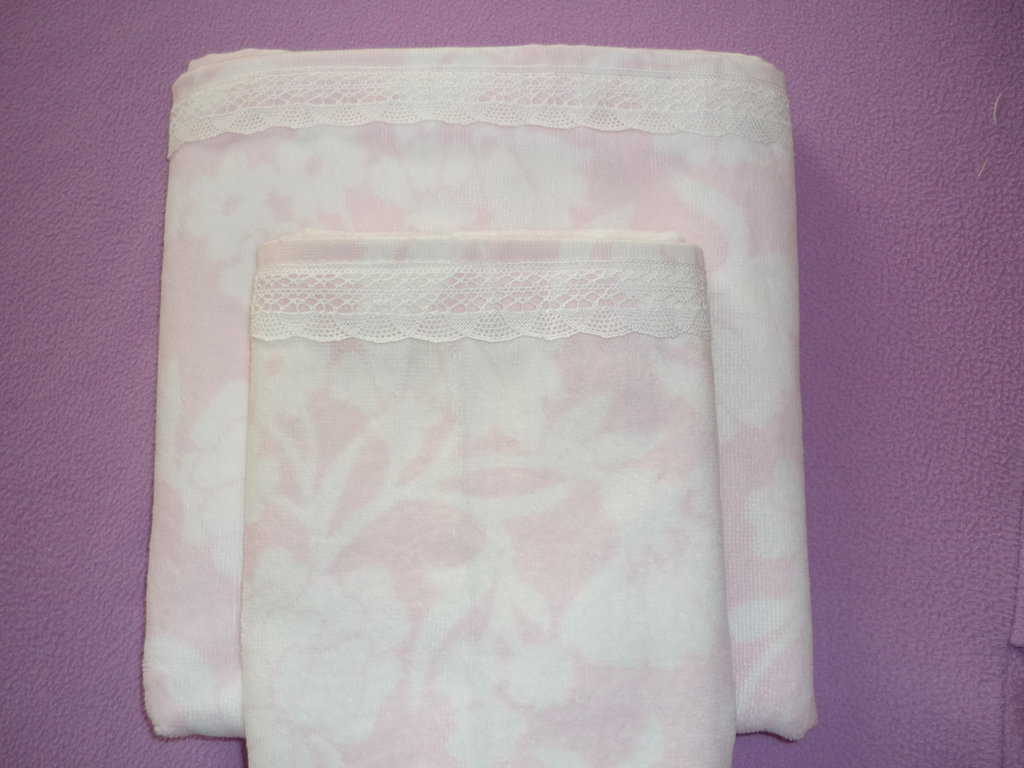 Delicato set asciugamani in ciniglia con pizzo