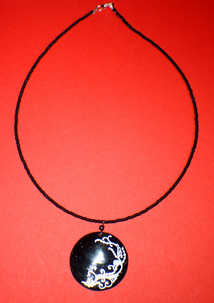collana con pendente in madreperla