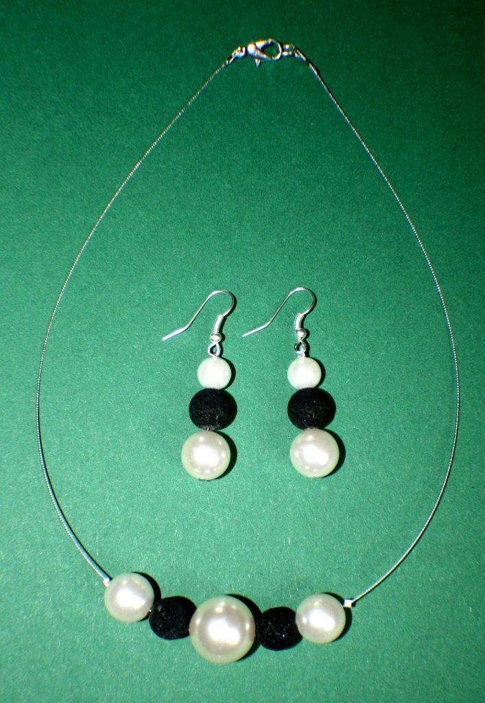 parure collana e orecchini in perle e lava