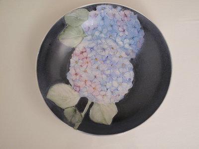 ciotola con ortensie  con fondo blu diametro circa 25 cm