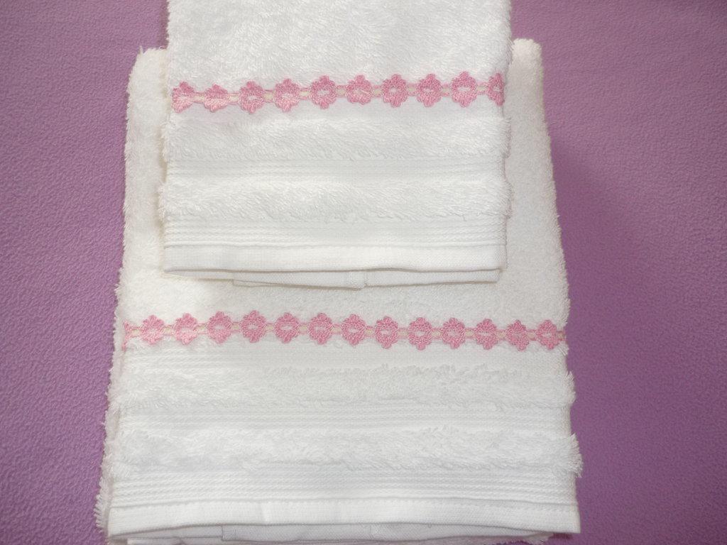 Set asciugamani di spugna con pizzo macrame