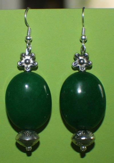Orecchini in giada verde ovale