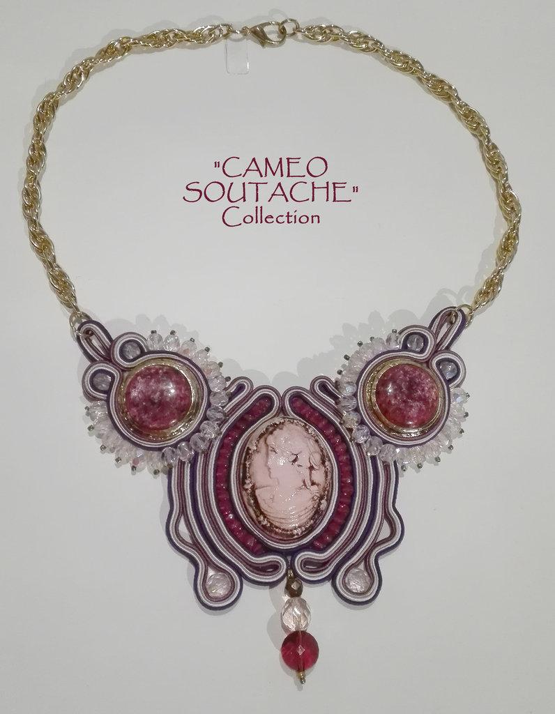 """Collana rosa-ciclamino con cammeo e bottoni vintage - Collezione """"Cameo Soutache"""""""