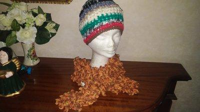 Cappello multicolor e sciarpa melange