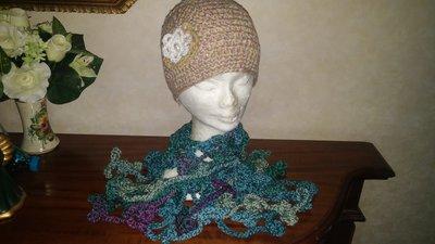 Cappello e sciarpa multicolor