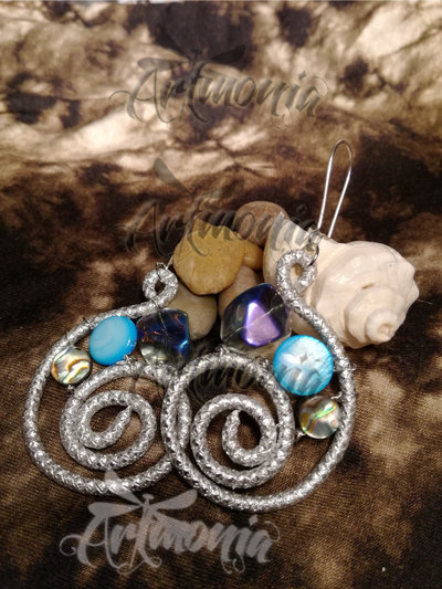 Spirali - Coppia di Orecchini in Filo di Alluminio e Perle in vetro, pietra naturale e madreperla