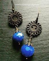 Orecchini con bottoni d'epoca anni '20 in metallo bronzato a forma di fiore
