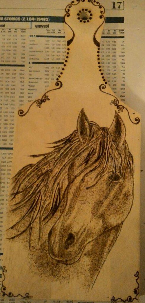Tagliere in legno con immagine cavallo