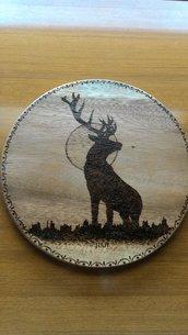 Tagliere in legno con il cervo