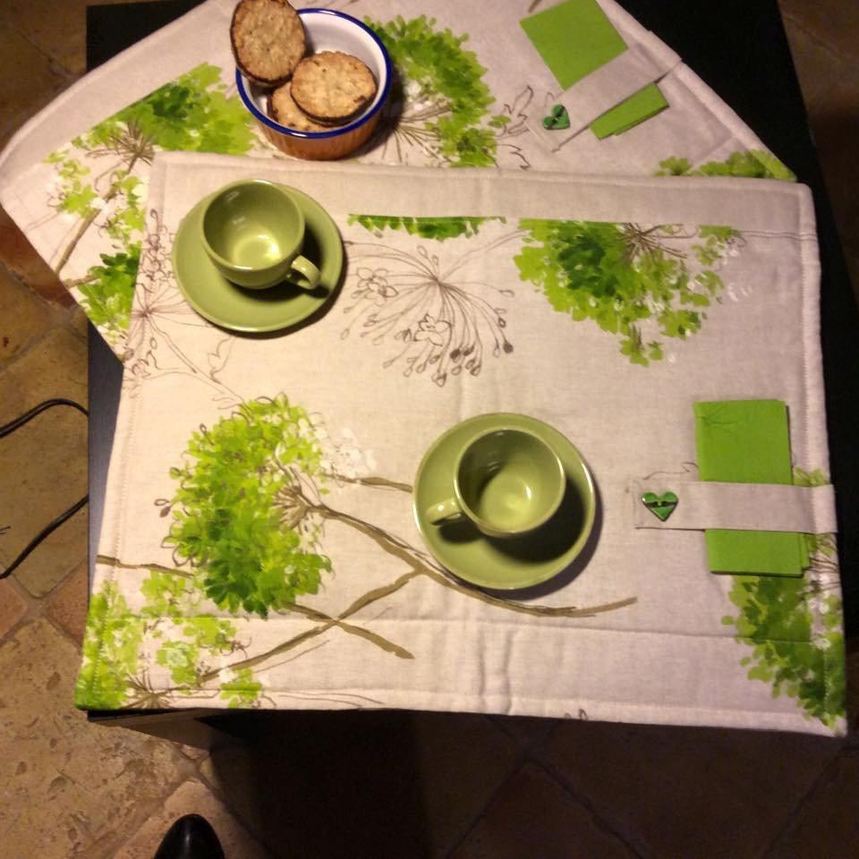 Tovagliette all' americana imbottite- tessuto stampato con ortensie verdi