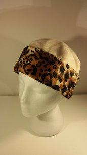 Cappellino con bordo in pelliccia ecologica