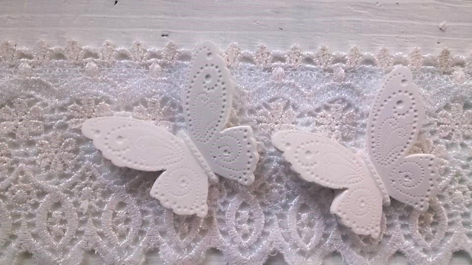 farfalla in rilievo gesso segnaposto bomboniera
