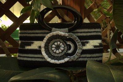 """Borsa """"Zanzibar"""" in lana, fatta interamente a mano ad uncinetto, foderata"""