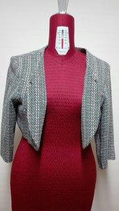 giacca corta in tessuto fresco lana e cotone, foderato in tinta unita blu, taglio al seno, manica 3/4 TG. 46-48